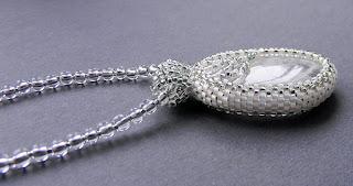 купить кулон с агатом нежный белый прозрачный как лед из бисера украшения