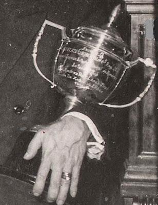 Detalle del trofeo del Match Internacional de Ajedrez Interclubs 1951