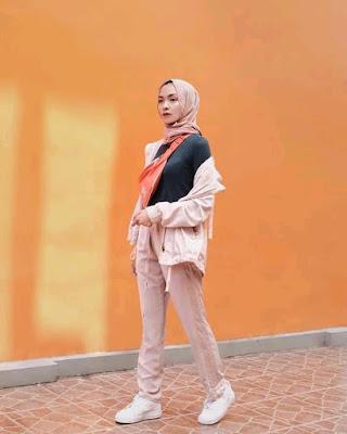beautiful Muslim girl photo