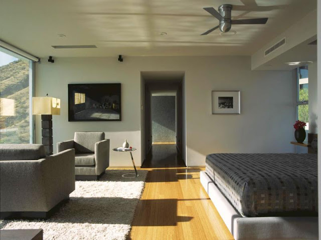 Photo of another modern bedroom