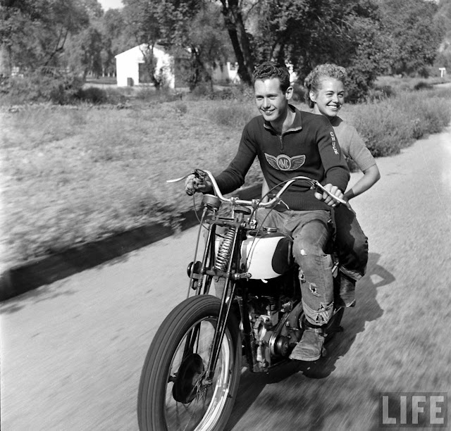 1940s Bike Girls Fascinating Photos Of Female