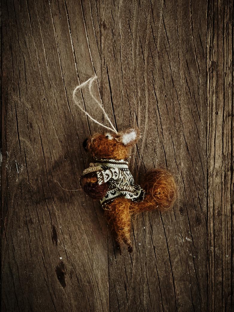 miniaturowa maskotka wiewiórki