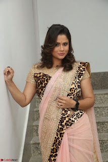Shilpa Chakravarthy in Lovely Designer Pink Saree with Cat Print Pallu 001.JPG