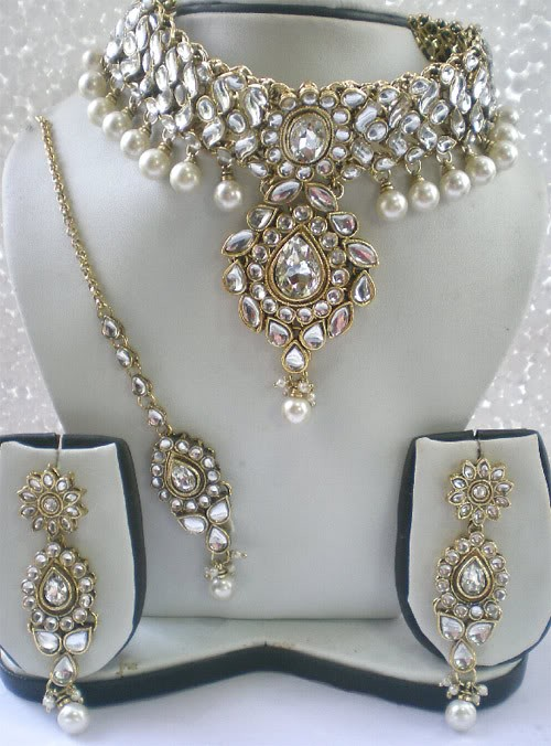A WEDDING PLANNER: Wedding Kundan polki earring necklace