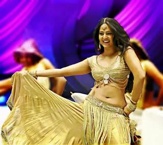 Anushka Shetty exposing hot and spicy navel