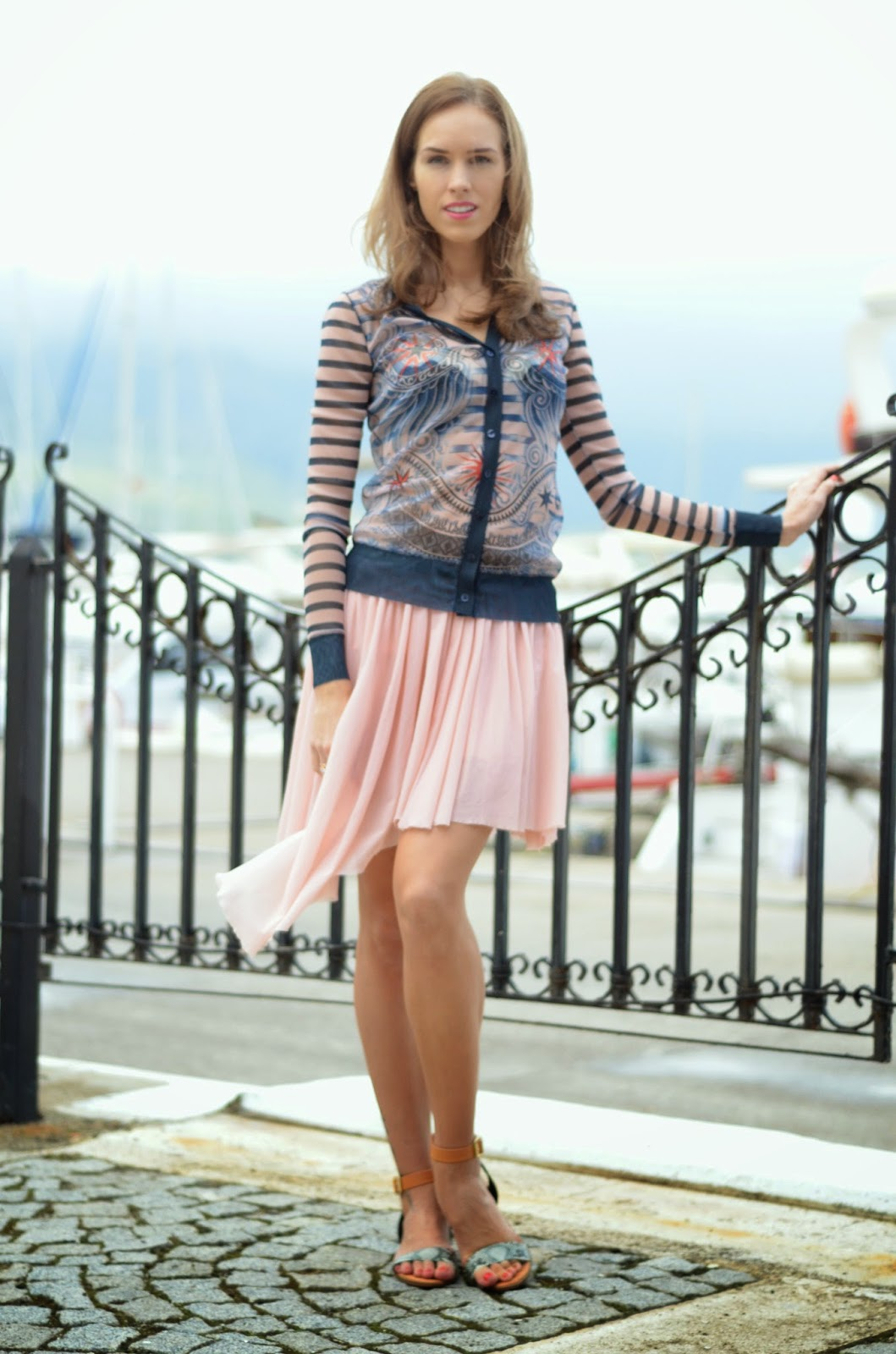 pink-outfit-jean-paul-gaultier-tattoo-top-bershka-pink-pleated-skirt