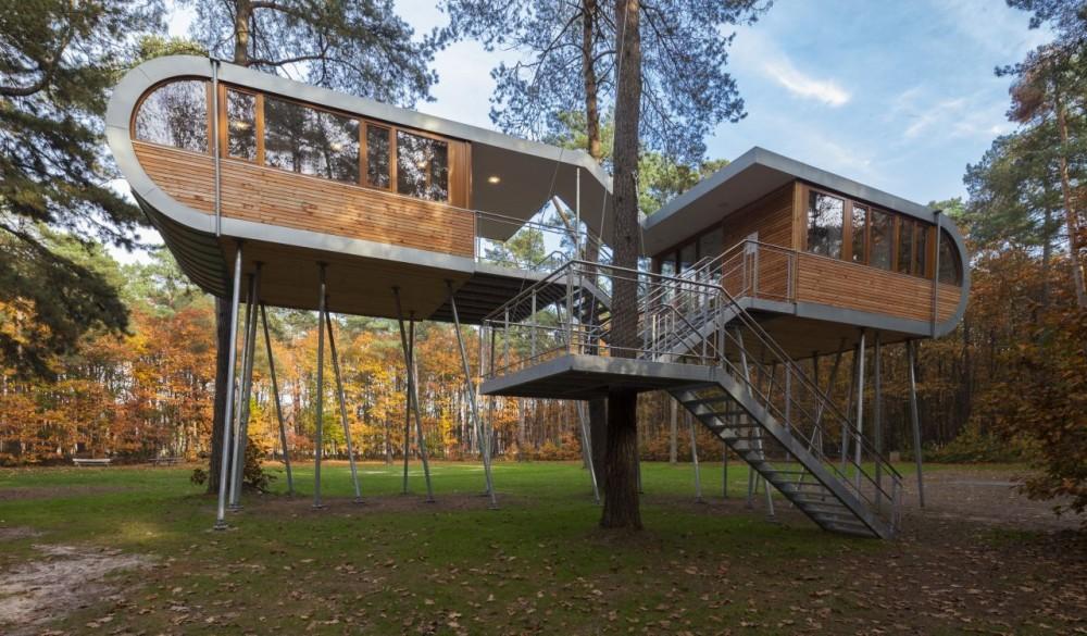 Una casa del rbol fomenta la sostenibilidad en b lgica ecosiglos - Casas en los arboles girona ...