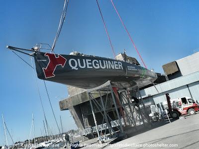 Mise à l'eau de Queguiner de Yann Eliès avant le Vendée Globe 2016.