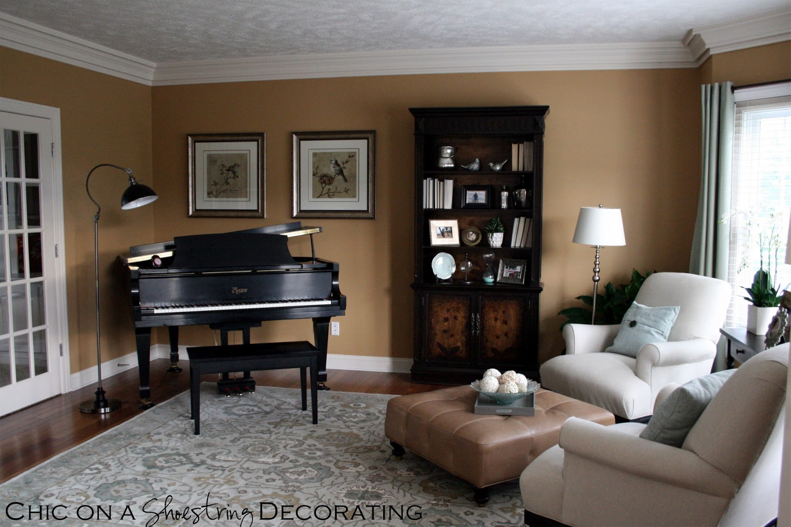 Chic on a shoestring decorating grand piano living room for Piano for small space
