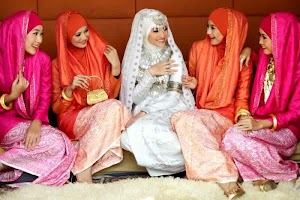 Melirik Aneka Koleksi Hijab Terbaru Dian Pelangi