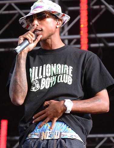 Foto de Pharrell Williams cantando en el escenario