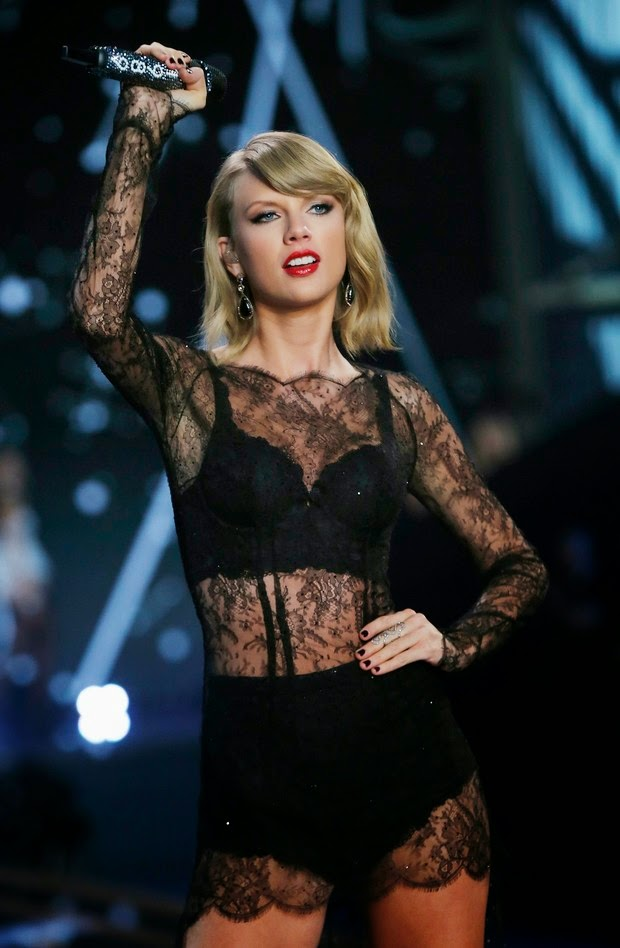 Taylor Swift sings of lingerie from Victoria's Secret fashion show