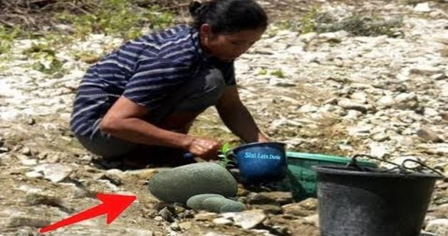 Ibu Ini Tak Sengaja Pecahkan Batu Di Tepi Sungai..Namu n Sekali Di Teliti Terbeliak Matanya Tengok Batu Tu!! TAK SANGKA BETUL APA YANG ADA!! WOW!!