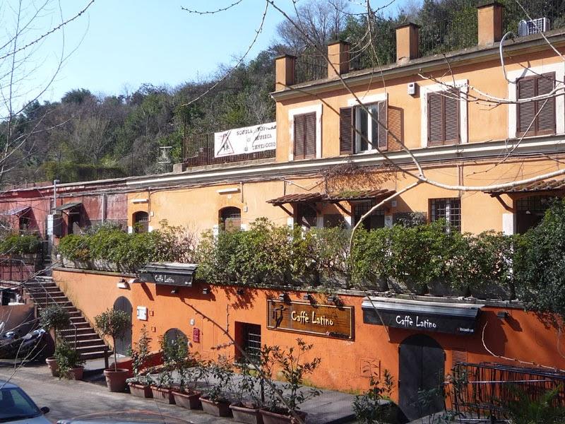 Casas no Monte Testaccio em Roma