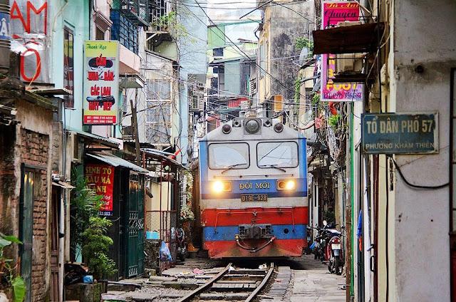 Hanoi train, Vietnam - Asia travel blog