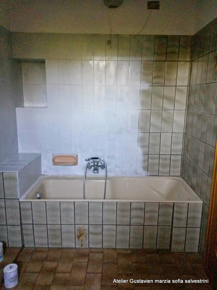Il bagno si trasforma solo con il colore shabby chalk - Pitturare piastrelle ...