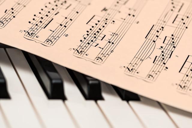 Top 5 website-uri pentru a invata online sa canti la pian