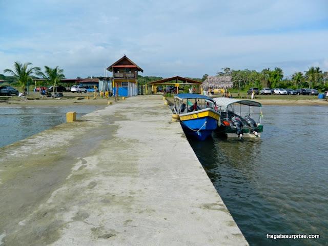 Pier de embarque para as ilhas de San Blas, Panamá