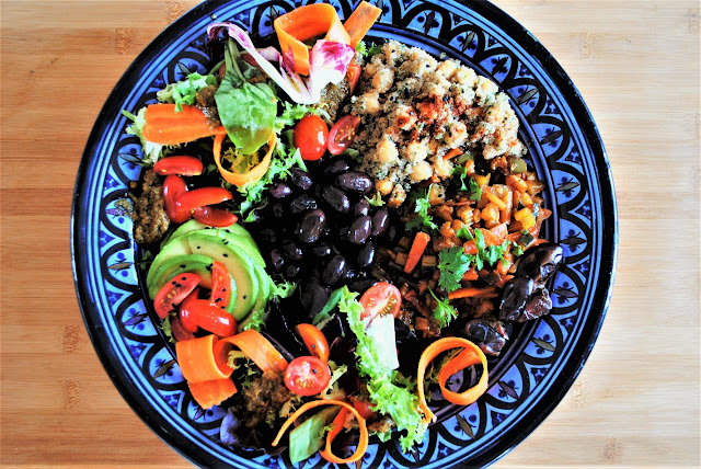 Buddha bowl oriental con couscous y amaranto, pesto de tomate seco y cilantro
