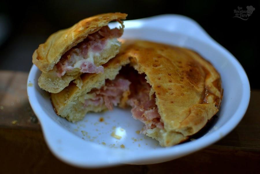 Empanada de jamón de york y queso emmental 01