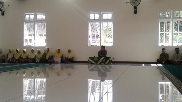 Pengajian Triwulan dan Syawwalan 'Aisyiyah Ambulu di Masjid Baru