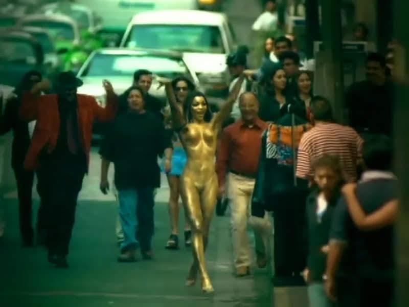 Celia Cruz - ¨La Negra tiene tumbao¨ - Videoclip - Dirección: Ernesto Fundora. Portal Del Vídeo Clip Cubano - 09
