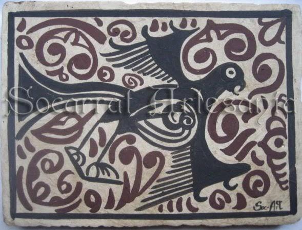 Este socarrat del siglo XV nos muestra un diseño original con águila volando en busca de comida. Socarrat Artesanía