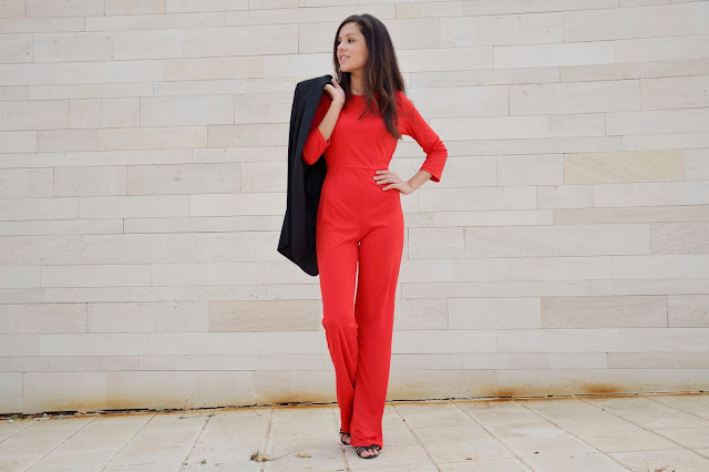 red-jumpsuit-outfit-look-blazer-combinar-mono-rojo-trends-gallery
