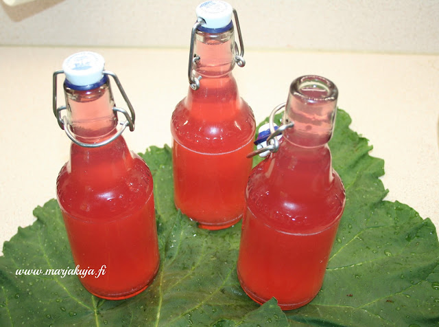 raparperimehu vanhoihin pulloihin