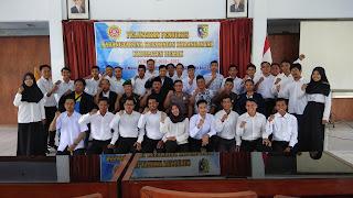 foto bersama pengurus karanga taruna kecamatan karanganyar