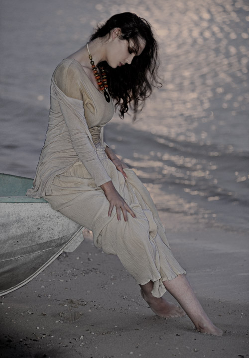 australian avertising photographer gilbert rossi shooting gillian cooper in boat, fashion modelling porfolio location shoot by gilbert rossi, black and white fashion beach shoot