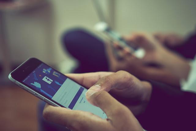 يختبر الفيسبوك أداة الفرز لقائمة الأصدقاء في التطبيق الرئيسي وإعداد Voice-to-Text لمقاطع الصوت في ماسنجر
