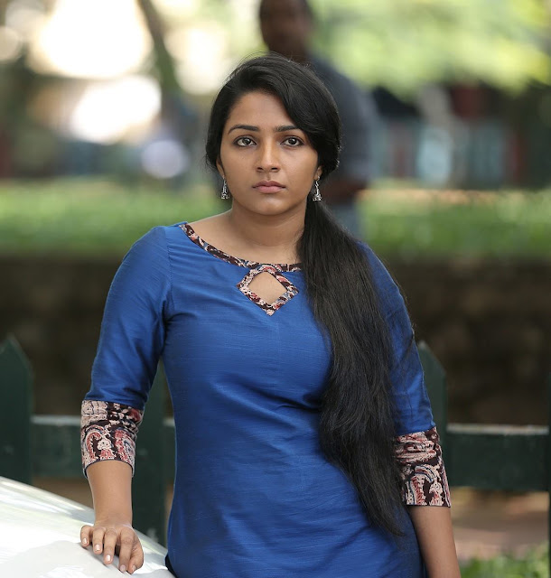 vRajisha Vijayan - Anuraga Karikkin Vellam Actress - Eli rejeesha vijayan