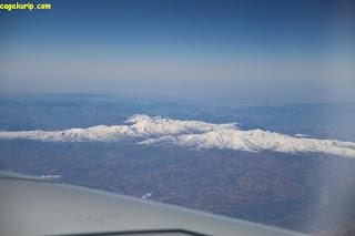Pegunungan yang tertutupi salju