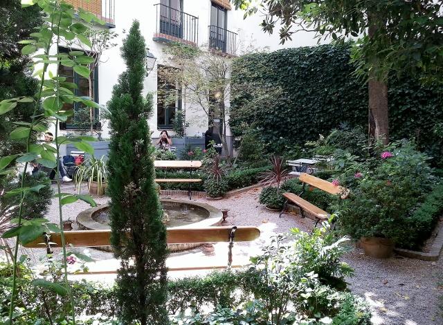 El callej n de los canallas terrazas con arte o arte con for El jardin romantico