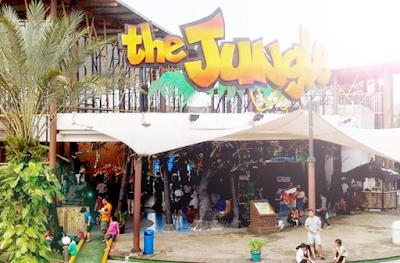 Tujuan wisata menarik ke the jungle bogor