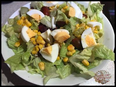 https://lacocinadeestela.blogspot.com.es/2017/10/ensalada-saludable-y-completa.html