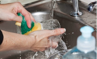Πλένεις τα πιάτα στο χέρι; Αυτό το κόλπο θα σου λύσει τα χέρια...