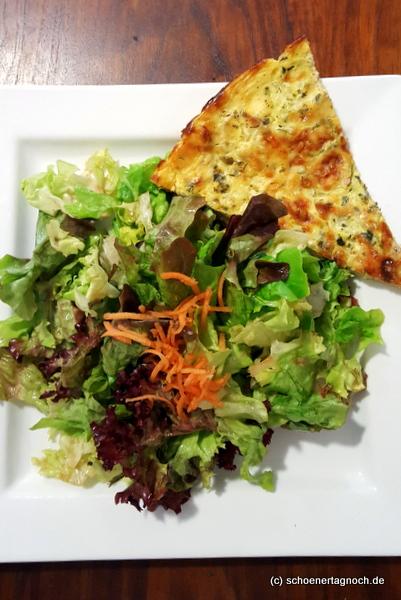 Quiche Lorraine mit grünem Salat im Creativ Café Cuisine in Karlsruhe