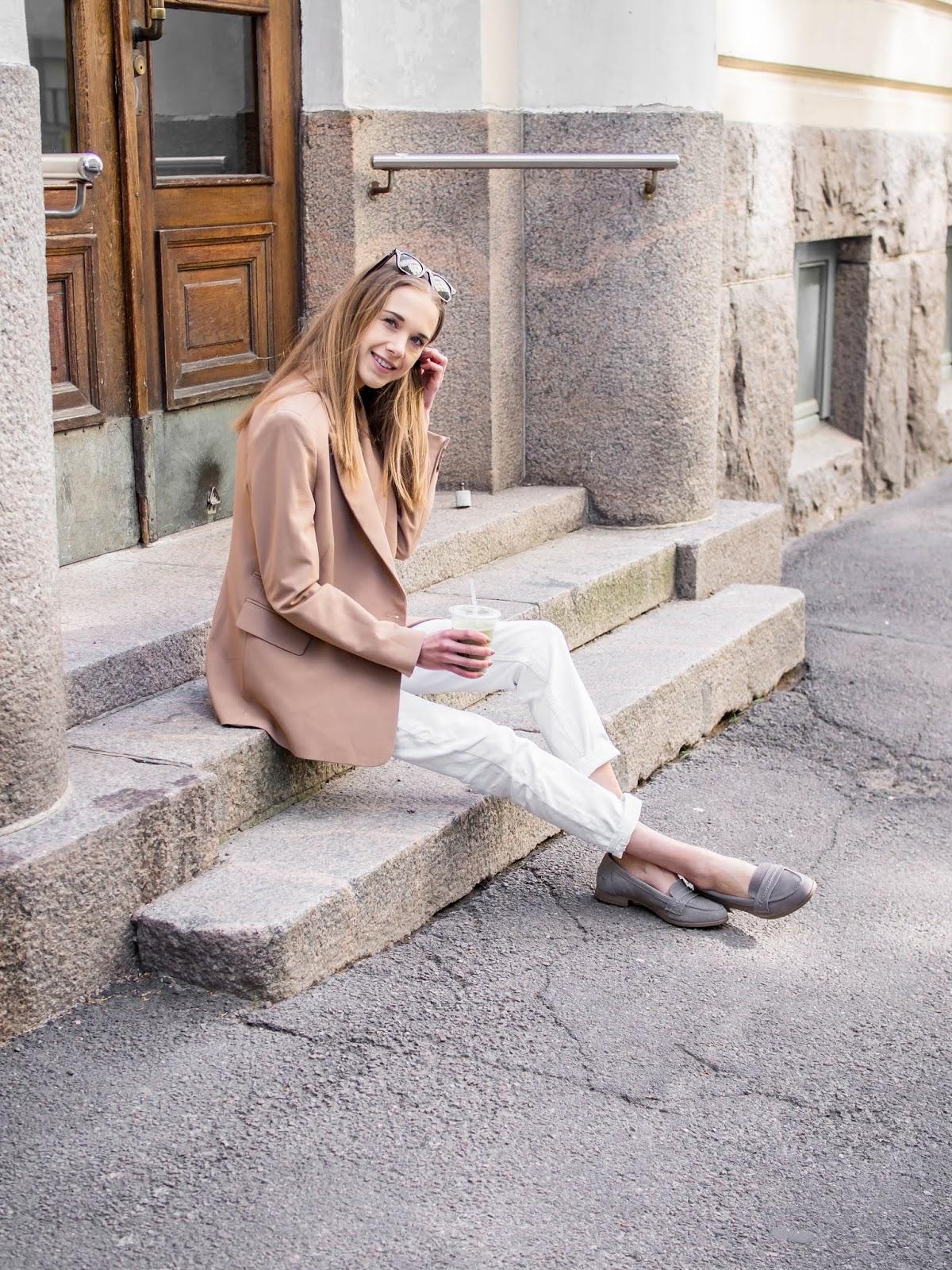 Smart casual outfit in light neutral colours - Asu vaaleiden neutraalien värien kanssa, muotibloggaaja, Helsinki