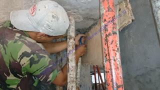 grouting pada beton yang rusak sebelum pekerjaan perkuatan