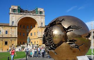 palacios vaticanos patio pinha guia portugues - Vaticano