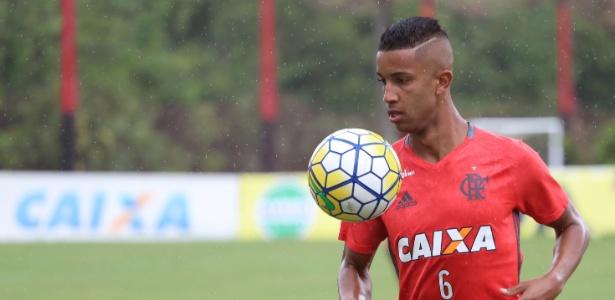 Flamengo acerta venda de lateral Jorge ao Monaco por R$ 30 milhões
