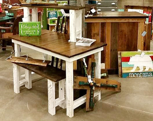 farmhouse table, bench, barnwood, display, show, build it, reclaimed wood,http://bec4-beyondthepicketfence.blogspot.com/2016/04/another-show-in-books.html