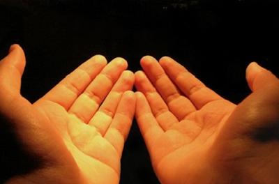Bacaan Doa Qunut Subuh dan Artinya Lengkap