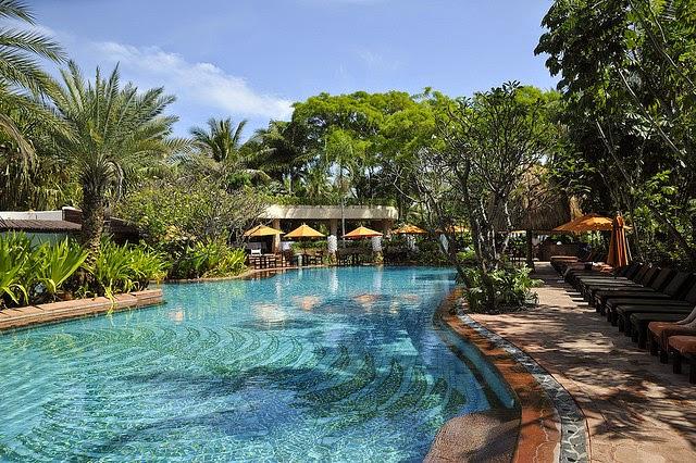Treasures of Thailand: Beaches and Resorts in Cha-Am, Hua Hin and Prachuap Khiri Khan: Through ...