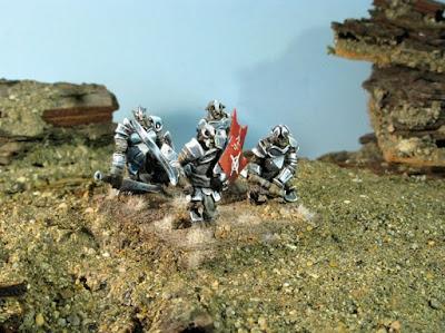 Armoured Trolls: 4 individual miniatures.