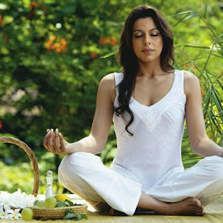 Pooja Bedi daughter name, hot, husband, age, bikini, movies, boyfriend, aalia, children, son, family, father, twitter, instagram, wiki, boobs, movies list, images, picture
