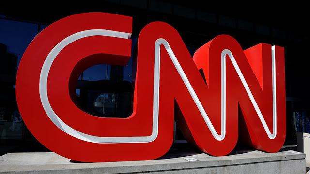 La CNN demandaría a la Casa Blanca por revocar la credencial a su reportero Jim Acosta