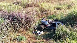 Em Riachão do  Bacamarte, motorista perde controle e carro capota em barranco